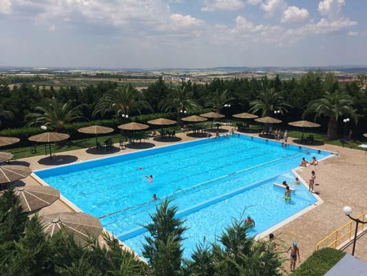 Benessere fisico in piscina a grottaglie partono i corsi - Villa mirabilis piscina ...