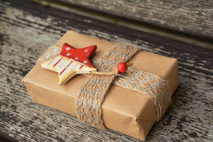Regali Di Natale Traduzione Inglese.Scambiarsi I Regali Di Natale Ecco Da Dove Nasce Questa Usanza