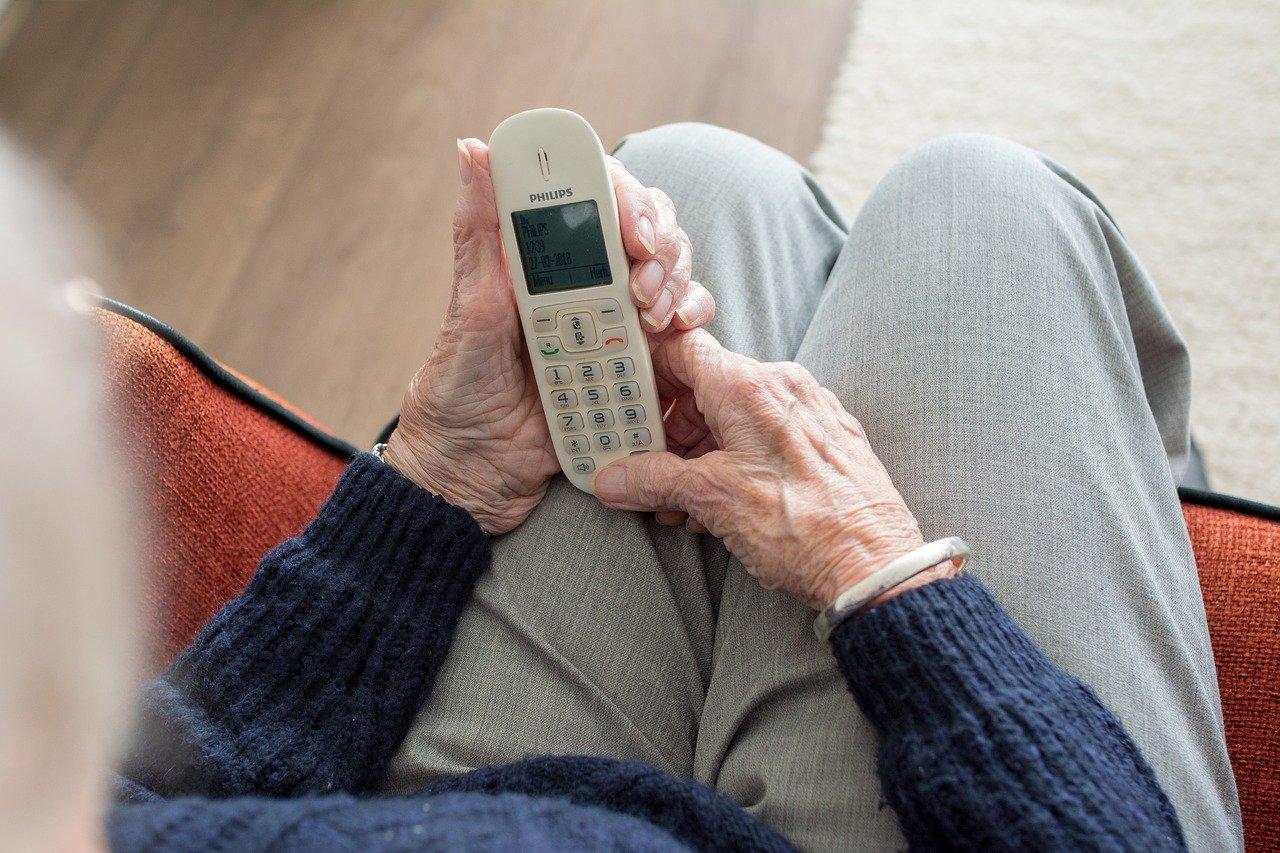 telefono anziani
