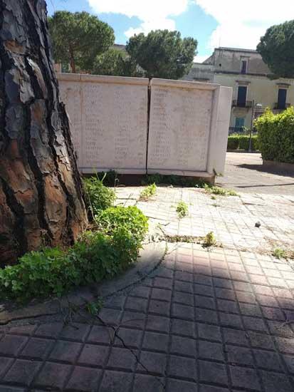 Degrado Monumento Caduti Grottaglie